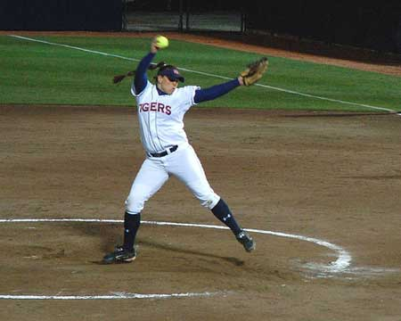 Auburn Softball Pitcher Holly Currie Pitches a No-Hitter