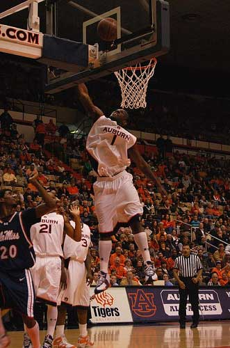 Auburn basketball layup off the glass