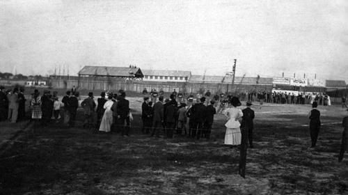 Florida Gators Fans on sidelines in 1908