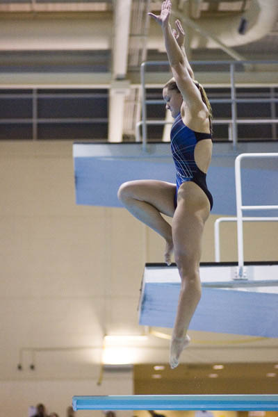 Lady Wildcat jumps before dive