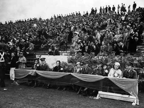 Fans watch 1930 Florida Gators Homecoming Game