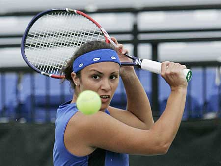 Kentucky women's tennis player focuses on ball