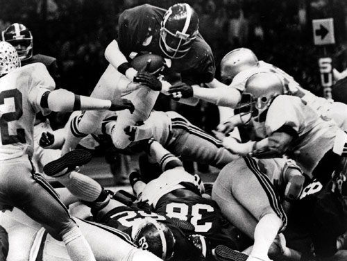 Tony Nathan vaults pile for touchdown in 1978 Sugar Bowl