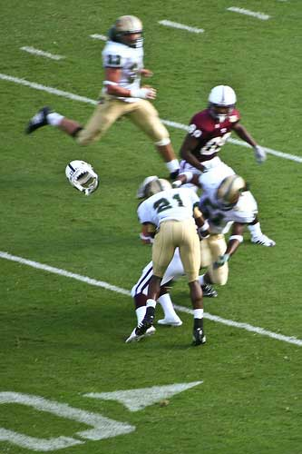UAB defender knocks Mississippi State football helmet off head